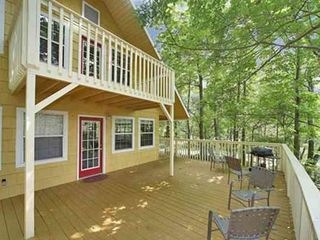 Gatlinburg chalet photo - Large main level deck with charcoal grill