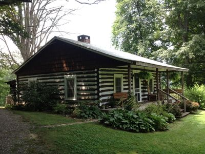 Abner 39 s cabin dog friendly close to vrbo for Asheville cabin rentals pet friendly