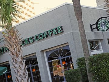 River City cafe and Starbucks coffee for your morning fix & casual dining!