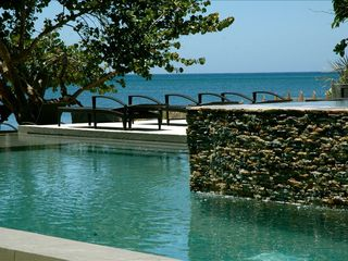 Roatan hotel photo - Water over rock infinity edge Xbalanque pool