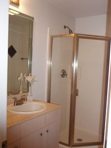 Biloxi condo rental - Bathroom with shower off Bedroom 2