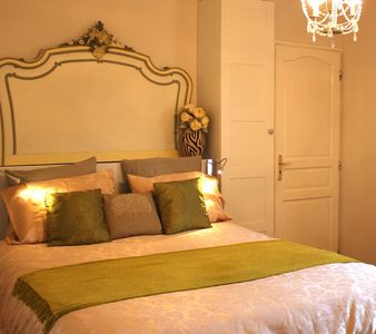 The B&B Gold Room with fabulous en-suite shower