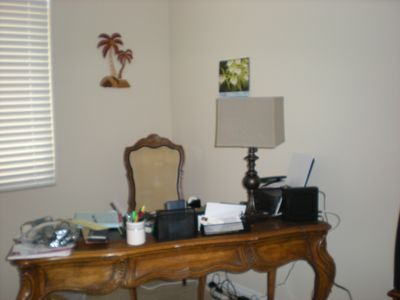 Palm Desert house rental - A desk in the den, with Wifi and a plug for your computer hook up, and a printer