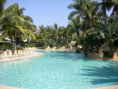 3 pools & hot tub, poolside beverage, towel/sun lotion service, outdoor dining