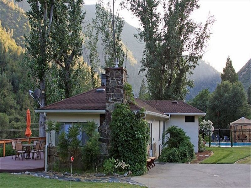 Closest home to yosemite valley on the merced vrbo for Cabins in yosemite valley