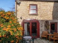 LAVENDER COTTAGE, pet friendly, with a garden in Richmond, Ref 5745