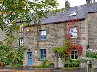 BROOK COTTAGE, pet friendly, with a garden in Baslow, Ref 2663
