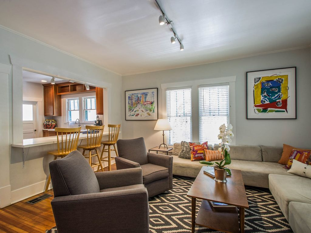 Deep Eddy Ave, Charming 1920s Home – Best Location In Austin