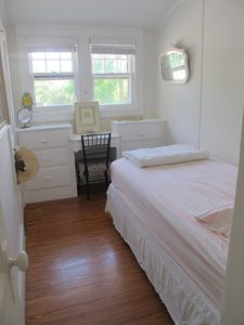 Mattituck house rental - Bedroom with Twin bed