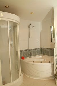 Roses City house rental - Ensuite to master bedroom