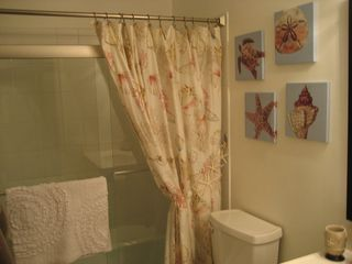 Hutchinson Island house photo - Bathroom #1 - with shower and tub