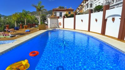 Air conditioned townhouse with PayGo wifi & shared pool. Close to the Beach.