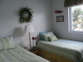 Treasure Cay condo photo - Guest twin beds, can be converted to king size