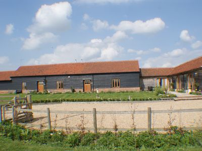 4 Upmarket, character Barns in the Maldon, Essex Countryside, one with hot tub - The Hay Barn, 3 bedroom barn with wood burner and vaulted ceiling.