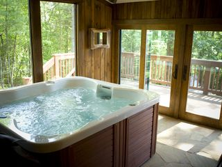 Weaverville lodge photo - Spa Room