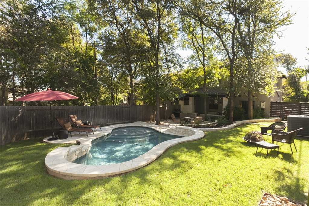 Walk to ACL! Private Pool & Cozy Home – Barton Hills Villa #2