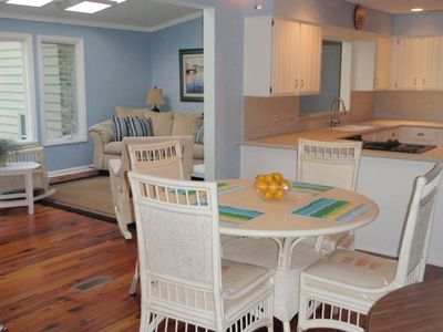 Sea Pines house rental - Breakfast Area with seating for 6
