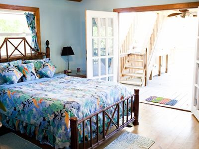 Roatan house rental - QUEEN BEDROOM WITH PARTIAL OCEAN VIEWS