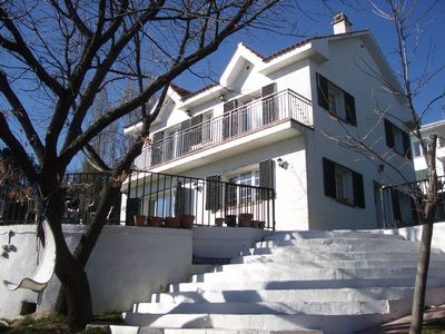 Large house with garden and pool near Madrid. 10 minute walk to village centre.