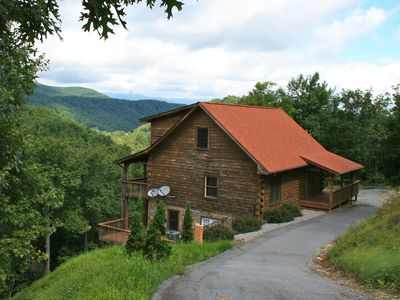 Cabins vacation rentals by owner black mountain north for 8 bedroom cabins in north carolina