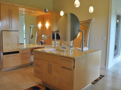 Austin estate rental - Bath with his/her sinks and closets, steam shower, makeup area, jacuzzi with TV.