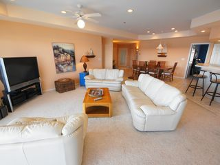 Lake Ozark condo photo - The Living area is wide-open - great for gathering and socializing w/o crowding!