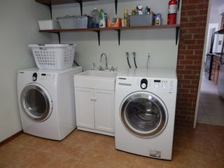 Toronto house photo - Laundry room