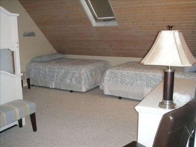 upstairs bedroom...sleeps 6..bunk beds to the left of picture