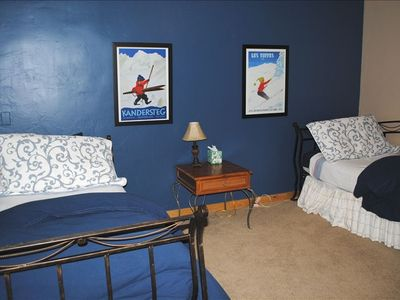 Twin bedroom w/trundle