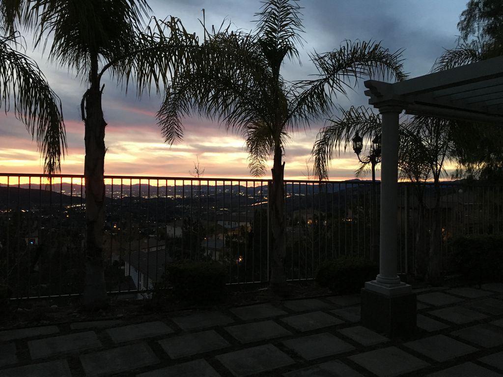 Spectacular los angeles view home vacation or vrbo for Short term vacation rentals los angeles
