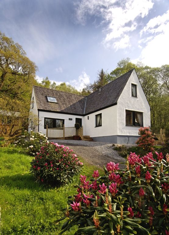 Islay & Mid Argyll house rental - Hazel Cottage in the spring