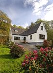 Luxurious Loch Side Cottage with Fabulous Views