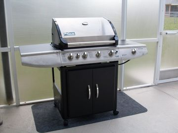 Luxury gas BBQ for firing up those steaks!