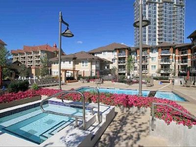 Kelowna condo rental - Pool View