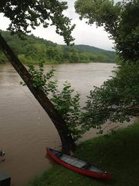 Hardy cabin rental - Spring River after a Rain