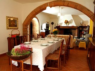 Chiusi villa photo - Villa hall: large dining table, fireplace, TV, sofas