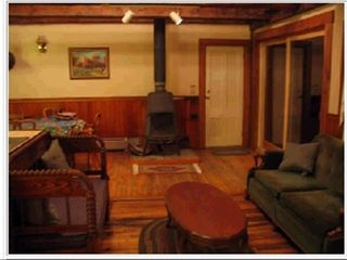 Lake Rescue farmhouse photo - Family Room 1