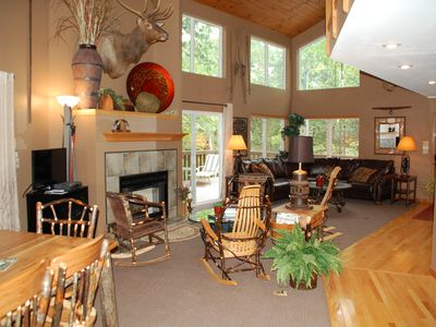 Wildwood Lodge -5 min. to Raystown Lake & Allegrippis Trails - sleeps 13