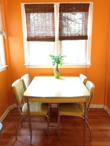 Roscoe Village 3 Bedroom Value - Cute, Clean & Loaded in Chicago!