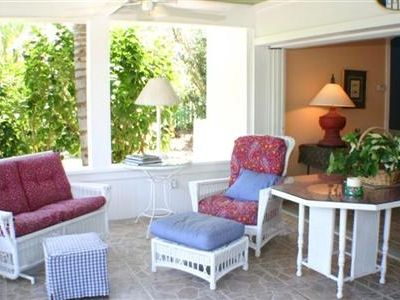 Cozy wicker & gulf breezes in lanai