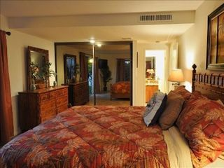 Rancho Mirage house photo - 1st Master with new king bed, large flatscreen