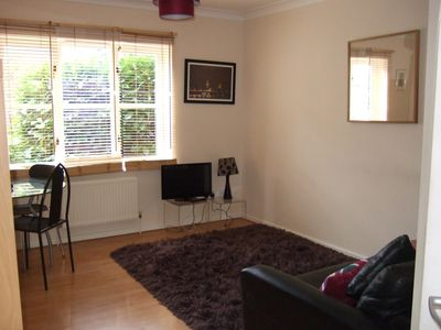 Greenwich apartment rental - Living room with view to garden