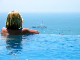 Manuel Antonio villa photo - Hang out over the infinity edge of pool overlooking the Pacific Ocean!