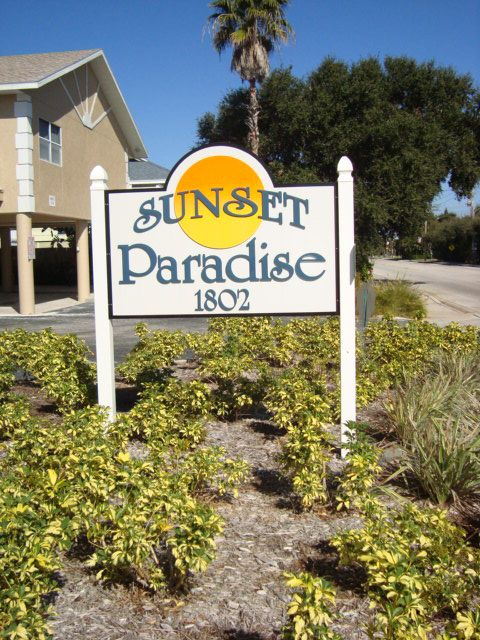 Welcome to Sunset Paradise 1802 Gulf Bouelvard - 1/2 block from Guppy's
