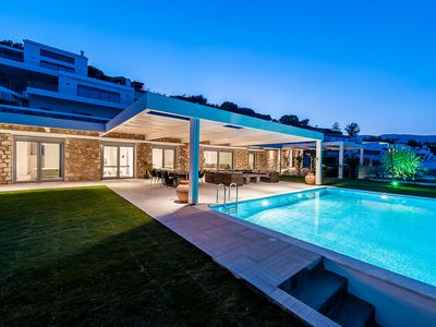LUXURY 5 BEDROOM VILLA WITH PRIVATE INFINITY POOL IN LINDOS