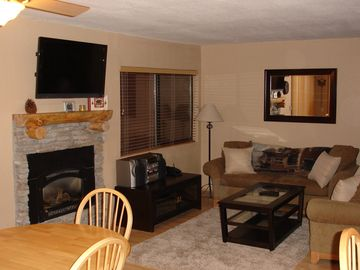 Mammoth Lakes condo rental - Cozy Living Room, Fireplace, 42' Flat Screen