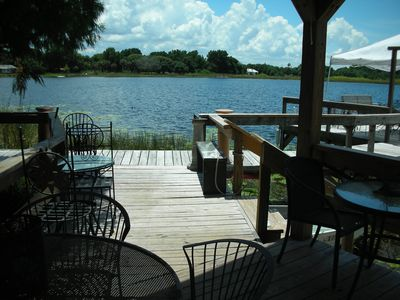 Upstairs lakefront bungalow 1 hour to Disney and Beaches.