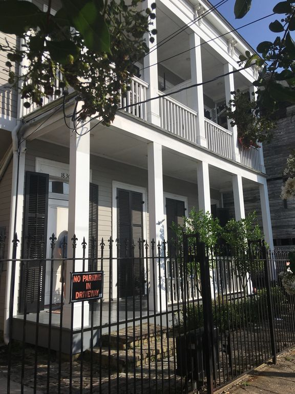 Historic, modern 3 Bed, 2.5 Bath Town Home and fold out sofa in LR