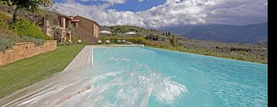 Spacious Family Tuscan Villa, For 8 Plus. Infinity Pool And Magical Views