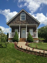 Berlin cottage rental - Stone cottage on a one acre strip surrounded by amish country